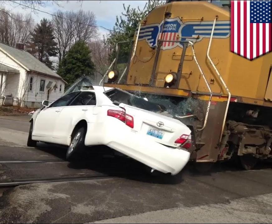train crashes into car El Paso